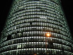 Bahntower (Robert Saucier) Tags: building berlin architecture night germany noflash nuit allemagne faade postdamerplatz earthnight img8278 photoquebec