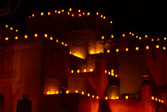Luminarias, Adobe Architecture, Santa Fe, New Mexico (Thad Roan - Bridgepix) Tags: lighting christmas newmexico santafe building architecture night hotel inn resort adobe spa luminarias loretto 200701