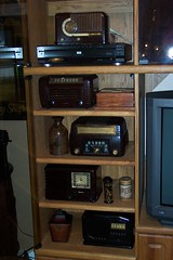 Vintage Bakelite Radios (I'mNotHer) Tags: brown radio vintage antique five collection collections bakelite vintageelectronics fantasticplastic vanishingbeauty objectsfromthepast radioheads vintagegoodies plasticobjects retroworld thecollectioncollective tuberadiosrealradiosglowinthedark vintageretroandkitschelectronics radiohorfunk