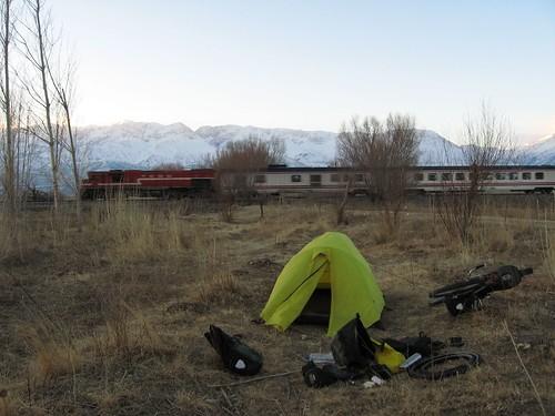 Trackside campspot near Erzincan City, Turkey / 線路の近くのキャンプ(トルコ、エルジンジャン市)