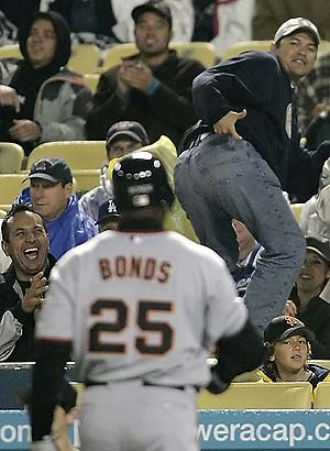 bonds_fans_ass
