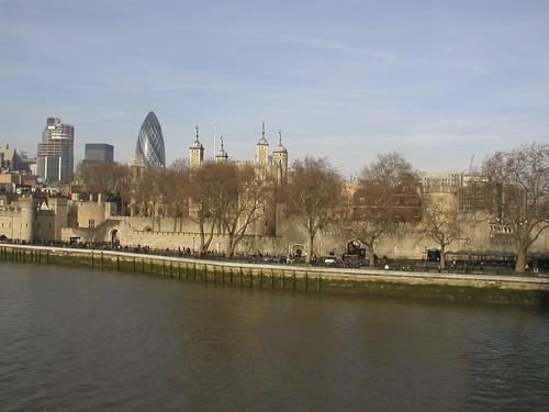 London 0207 083