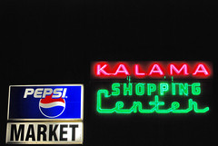 Kalama Shopping Center (Curtis Gregory Perry) Tags: light usa signs luz sign america licht us washington neon state pacific northwest bright lumire united ne retro aviso plastic schild signage pacificnorthwest wa states letrero luce muestra bord signe sinal enseigne  zeichen   non kyltti segno nen wegweiser evergreenstate       teken indicacin  liikennemerkki uithangbord     criteau