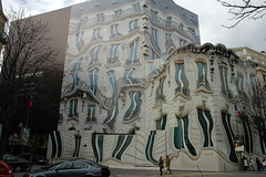 39GeorgeV     wrapped building (Mr~Poussnik) Tags: distortion paris architecture facade wrapping design surrealism wrapped cover faade surrealisme trompeloeil cladding distorsion georgev 75008 bache coverdesign buildingcover buildingcladding urbansurrealism 39georgev avgeorgev