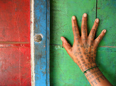 Vibrantly Rabari (Meanest Indian) Tags: india tattoo hands gujarat rabari kutch bhadroi lppatterns blowupbombay