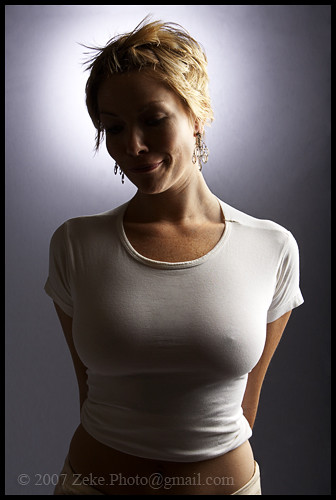 Photos of women in tight t-shirts - Girls wearing tight ...