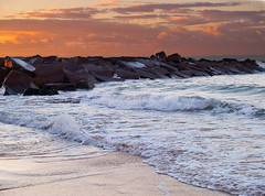 STONE BARRIER (peke_cheeks) Tags: beach stone atlantic algarve rocha naturesfinest abigfave impressedbeauty diamondclassphotographer flickrdiamond