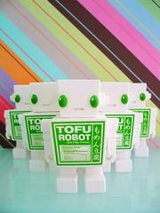 03042007_32.jpg (spicybrown) Tags: robot tofu japanesetoy vinyltoy tofurobot spicybrown kazukoshinoka junkonatsumi