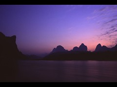 Dawn of Li River (RayRay Leung) Tags: china film minolta 28mm guangxi rvp yangsuo