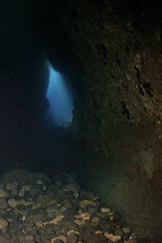 《聖堂光輝》洞內底往外拍攝的光景
