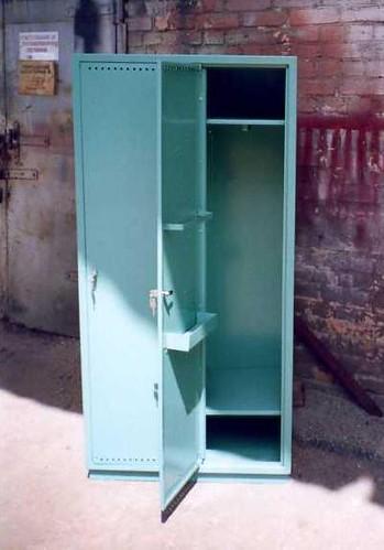 Шкаф металлический для рабочей одежды 2-х секционный от фирмы РОБО