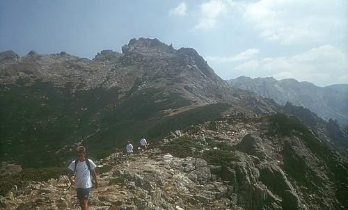 Les deux sommet de l'Uriente depuis la crête de Punta Scarpiccia pendant la descente