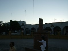 Al fondo el palacio municipal