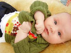 lastik örgüsü bebek hırkası