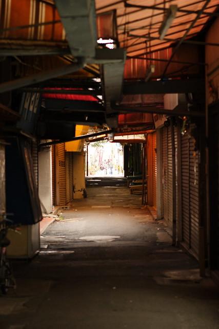 無人の商店街