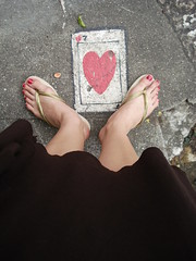 sorte no amor ;)* (Petite Poupe7) Tags: 3 streetart detail love feet brasil riodejaneiro foot cool friend rj heart amor 7 super coeur ami amour havaianas corao ps pieds myjob jogo santateresa carta sorte woostercollective detalhe dedicace danslarue dedicatria newone lova withlove loveisdivine lamourestdivin streetsycom pp7 danslesrues avecamour aimerdamour petitepoupe7 aimertoujours jogodepalavras camilaucha hidemila septhdamour7