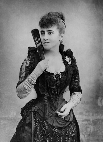 1890s hairstyles. dress/hairstyle -- not