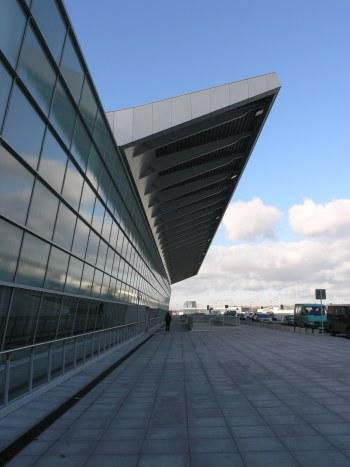 aeropuerto varsovia polonia