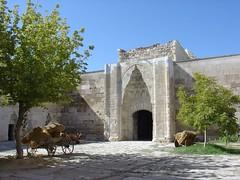 Sultanhan Aksaray amarat'in yaninda