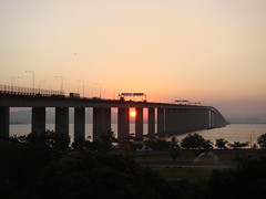 ponte rio-niterói (P.A) Tags: bridge sunset brazil sun sol rio brasil ponte pôrdosol rioniterói