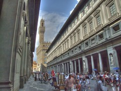 Uffizi Museum, Florence HDR - Tone mapped (Capocchione) Tags: museum florence high dynamic finepix firenze museo uffizi s9500 range hdr highdynamicrange fijifilm uffizimuseum s9000 uffizimuseo