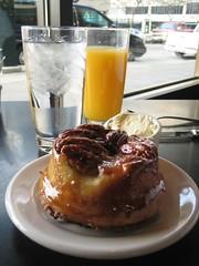 freshly squeezed OJ & Sticky  Bun (j0mammma) Tags: seattle breakfast pastry brunch pikeplacemarket orangejuice stickybun ettasseafood