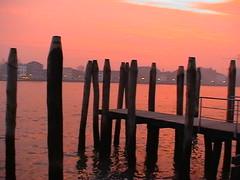 (RI - RamRovPib) Tags: wood city venice sunset italy canal europa europe italia lyon monumento ciudad gondola sanmarcos venecia rondo ciutat leonalado