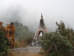 Doi Inthanon (Frakassor le ouf malade) Tags: mist mountain statue thailand buddha buddhist monk buddhism chiangmai chemicals 2007 doiinthanon