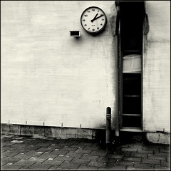1:11 (Olli Keklinen) Tags: school blackandwhite bw white clock window wall yard photoshop suomi finland square helsinki nikon time 100v10f 111 d200 blaster 2007 schoolyard p1f1 ok6 20070108 ollik alarecherchedutempperdu