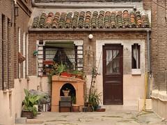 Hansel y Gretel en la calle Fortuny (dokusha.san) Tags: madrid espaa spain sony dsch1  sonydsch1 gusswheremadrid callefortuny