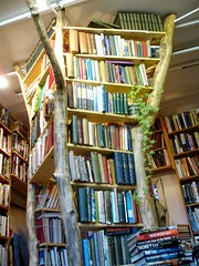 Booktree (ulle.b) Tags: london kew books antiquarian antiquariat bcher buchhandlung booktree secondhandbookshop lloydsofkew