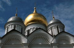 Russia | Kremlin (josef.stuefer) Tags: building church architecture gold russia moscow symmetry explore cupola orthodox kremlin josefstuefer hccity