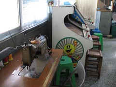 sewing machine in an old video game arcade (hey-gem) Tags: old antique arcade taiwan games retro videogame rides 台南縣 tainan 台灣 sewingmachine 台南 coinop hsinying 新營 oldhsinyingarcade