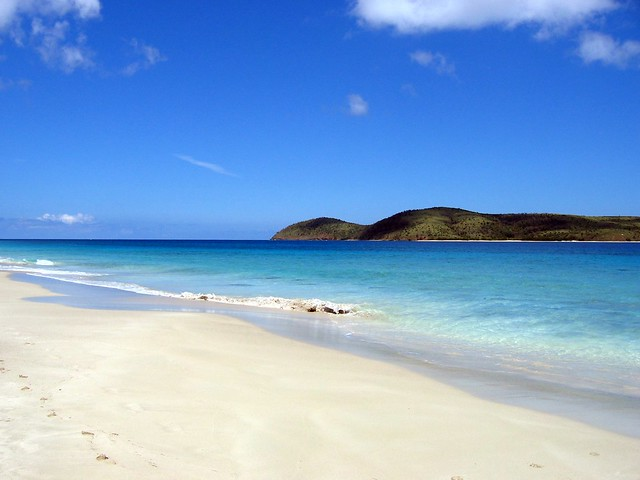 Zoni beach - to the north - Culebra