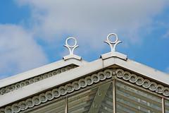 roof line (Leo Reynolds) Tags: roof sky kewgardens canon garden eos 350d iso100 objectsky 135mm f9 10up3 3000th 0003sec 0ev hpexif groupobjectsky leol30random xratio32x xskysetx xleol30x