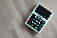 Taschenrechner / Calculator (BlueBreeze) Tags: calculator commodore madeinjapan cbm taschenrechner thebiggestgroup minuteman3 voltage6v cbmminuteman3
