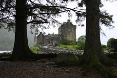 Eilean Donan Castle (itmpa) Tags: tourism rain scotland renovation tartan eileandonancastle shortbreadtin tomparnell itmpa archhist