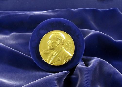 Lý do thực sự của việc không có giải Nobel Toán học là gì?