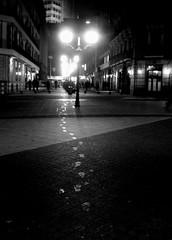sirimiri (txiribiton) Tags: street bw white black rain night steps bn bilbao zb lamps farolas oneyear bizkaia basque euskadi chove pasos shoeprint orballo sirimiri