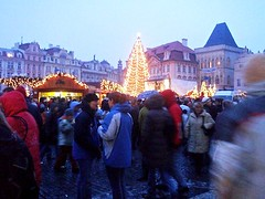 Christmas Market 1 Prague December 2005 (fotoisto2005) Tags: christmas xmas city blue people night buildings lights town europa europe prague cities eu bluesky praha roofs czechrepublic towns bohemia europeanunion cesky capitalcities namesti europo starometske prago