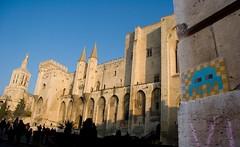 Avignon - Devant le Palais des Papes_b.jpg