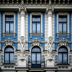 Art Nouveau (Markus Moning) Tags: street blue windows white building art window architecture facade square fenster strasse latvia architektur format blau nouveau canoneos350d weiss gebude riga fassade jugendstil moning lettland 4a rga latvija mihail iela michail markusmoning mikhaileisenstein strelnieku eizenstein