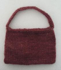lila pikkulaukku