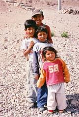 South america : Une p'tite famille (KraKote est KoKasse.) Tags: portrait people southamerica sourire perou ameriquedusud americadelsur krakote forcont wwwkrakotecom valeriebaeriswyl