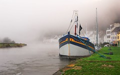 Foggy Morning in Port Launay (David Giral | davidgiralphoto.com) Tags: david france fog rural port landscape landscapes boat nikon brittany europe day village foggy bretagne villages breizh d200 29 paysage paysages bzh finistre giral portlaunay breiz launay nikond200 18200mmf3556gvr copyrightdgiral davidgiral pitorresque pitorresques ruraux