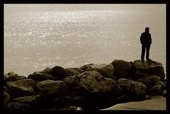 Mirando al mar (Manme) Tags: españa sepia contraluz mar andalucía europa playa hombre rocas málaga piedras desconocido paseomarítimoantoniobanderas