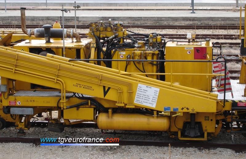 Cette bourreuse est affectée à l'ELOG SNCF de Marseille.