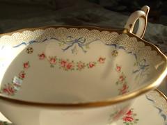 harl7 (Shigatsuhana) Tags: roses cup ribbons tea saucer harlequin wedgwood