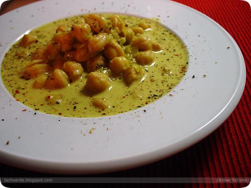 curry, kokosmilch und kichererbsensuppe