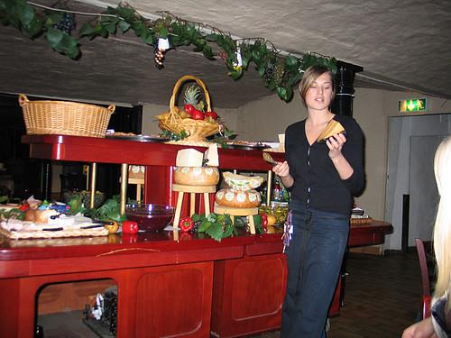 EFIT: 20:15 - genomgång av ostarna på Wijnjas ostkällare